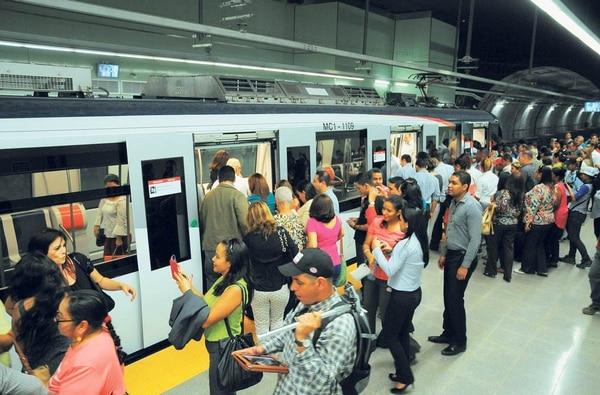 Masivo uso de metro de panam es la mayor causa de sus problemas el martes comenzaron los recorridos de prueba del servicio de metro en ciudad de panam publicscrutiny Images
