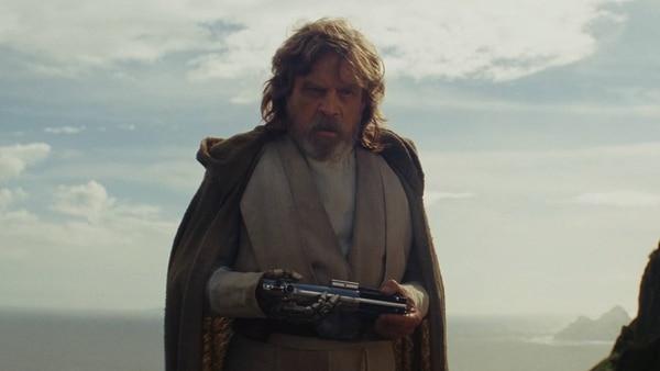 Luke Skywalker y sus poses de ermitaño. ¿Qué hará sido de su vida? Fotos: Walt Disney Pictures