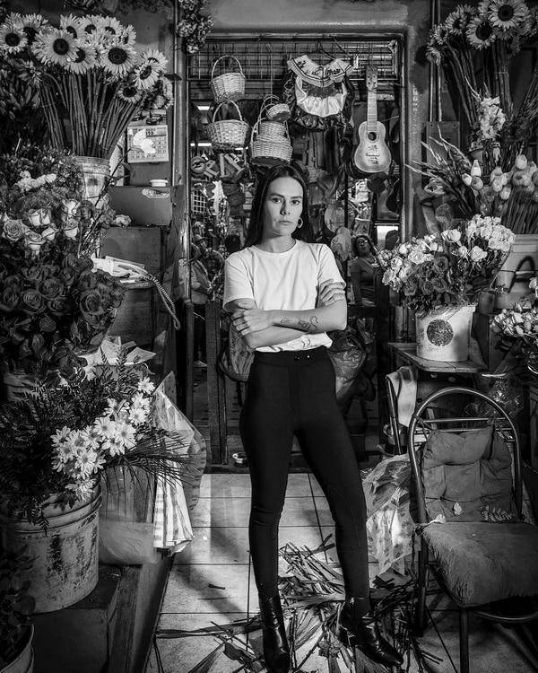 Mariela Escalante es la diseñadora de Matte by Me, una marca cuyo concepto surge del interiorismo y de los adornos de distintas épocas. Fotografía: Juan Calivá.
