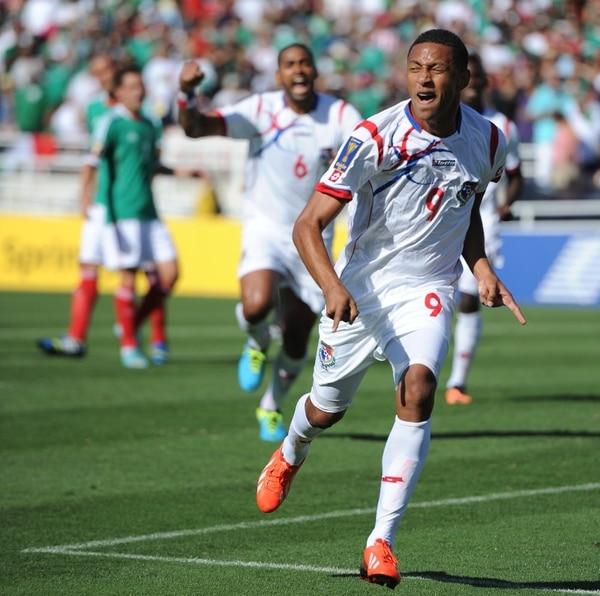 Gabriel Torres celebra el primer gol de Panamá contra México. | AFP.