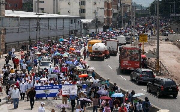 Marcha de empleados públicos hondureños, el lunes 3 de junio del 2019, en Tegucigalpa.
