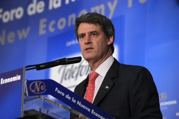 El ministro de Hacienda y Finanzas Públicas de Argentina, Alfonso Prat-Gay, se disculpó por las políticas del anterior gobierno kirchnerista.