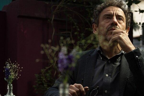 El actor Emílio de Mello vuelve a interpretar al psiquiatra Carlo Antonini, en esta cuarta temporada. Fotografía: HBO para La Nación