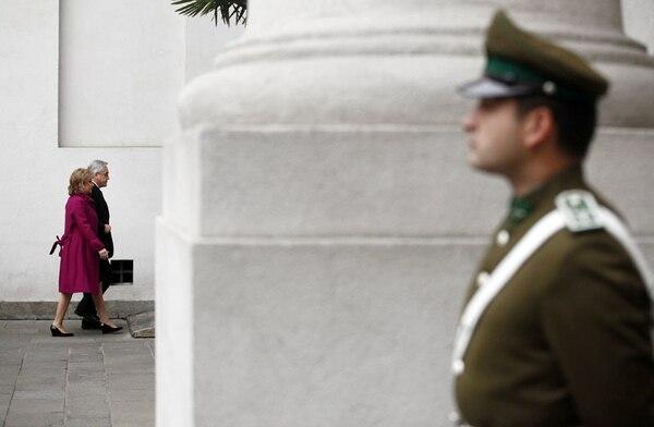 El presidente de Chile Sebastián Piñera y su esposa Cecilia Morel asisten a una liturgia en conmemoración de los 40 años del golpe de estado.