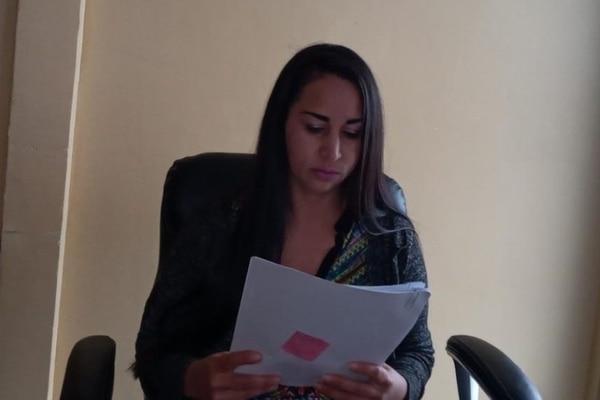 Lizeth Andrea Acuña Quesada, madre de la menor que figuró como víctima en este caso, presentó la denuncia ante la Inspección Judicial. Foto: Suministrada por Keyna Calderón, corresponsal GN