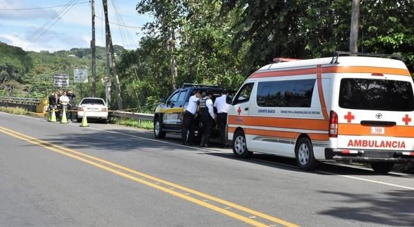 El carro del fallecido viajaba en el sentido Jacó hacia Orotina. El conductor murió en el Hospital Monseñor Sanabria de Puntarenas. Foto: Jorge Umaña.