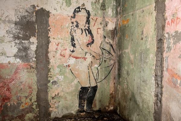 La mujer con sombrilla el pabellón N. 8. Fotografía: Esteban Chinchilla/MAC/CPAC.