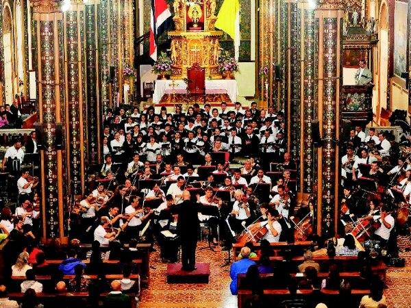 En diciembre del año pasado, la Sinfónica se presentó junto al Coro Sinfónico en la Basílica de Nuestra Señora de Los Ángeles, en Cartago. ArchivoPresentación.