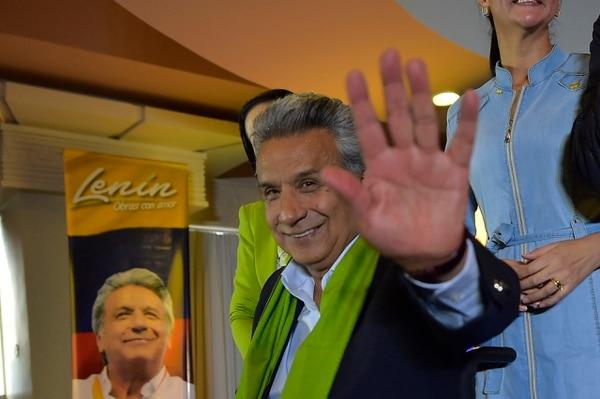 El candidato presidencial, Lenín Moreno, este domingo mientras escuchaba los primeros resultados de la segunda vuelta, en Quito.