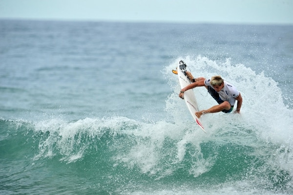 El tablista costarricense Noe Mar McGonagle es el nuevo líder del ranquin junior latinoamericano de surf.   ARCHIVO