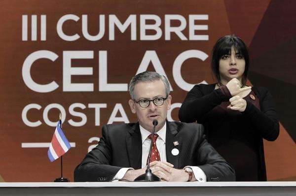 El ministro costarricense de Relaciones Exteriores, Manuel González, ofrece una rueda de prensa, durante la reunión de cancilleres de la III Cumbre de la Celac