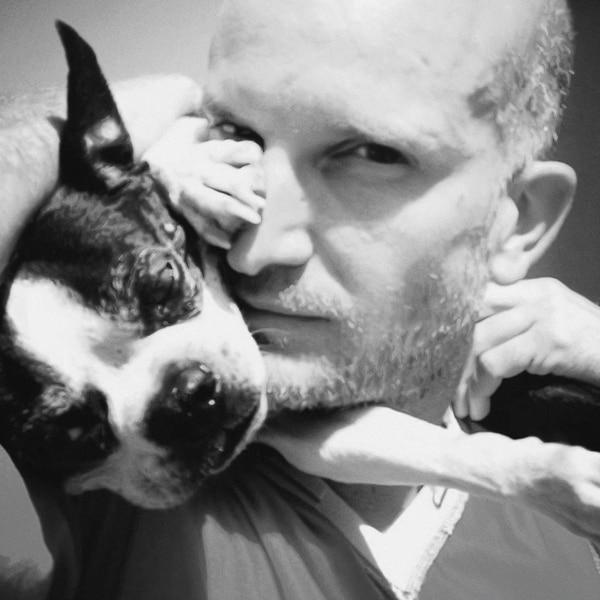 Desde que era un niño, Logothetis sufrió de 'bullying', por lo que según él mismo ha dicho, nunca se sintió amado hasta que conoció a Winston, su perro durante más de 12 años. Fotografía: BYUTV para La Nación