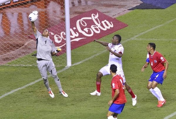 El portero Keylor Navas es punto alto de la Selección camino al Mundial de Brasil 2014. / Rafael Pacheco