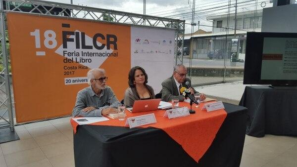 Sylvie Durán presidió la conferencia de prensa de la Feria Internacional del Libro.