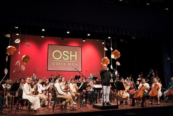 Un capítulo de 'Quien canta su mal espanta' escudriñará la historia de Eddie Mora, el violinista, compositor y director de la Orquesta Sinfónica de Heredia. Fotografía: OSH/Eddie Mora.