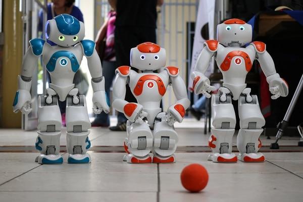 Los robots NAO comenzarán a disputar su hexagonal el martes 19 de abril, a las 11 a.m. Mientras que la demostración del sistema de captura de movimiento PRIS-Zumba, se exhibirá al público el próximo miércoles 20 de abril, en ese mismo horario. El evento será en el campus central , en San Pedro. | ARCHIVO Y UCR PARA LN.