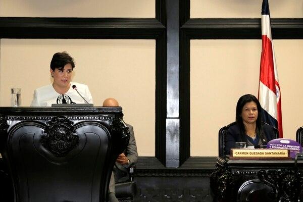 La defensora de los Habitantes, Montserrat Solano Carboni, durante su rendición de cuentas anual en la Asamblea Legislativa.