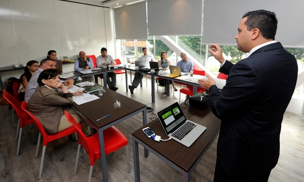 Rafael Quirós fue uno de los emprendedores elegidos por ParqueTec y GN Plus. Aquí, en la presentación de su proyecto ante el comité de especialistas encargado de la selección.   GRACIELA SOLÍS