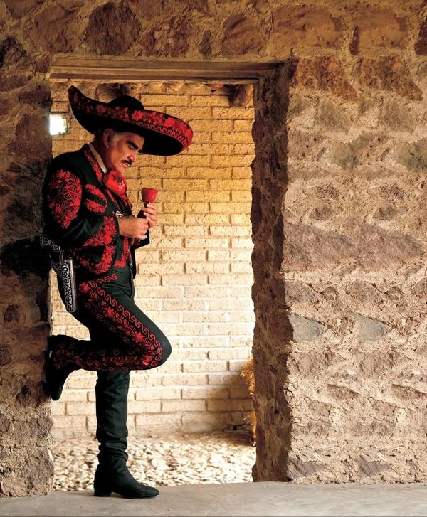 Vicente Fernández lleva más de cinco décadas en la industria musical.