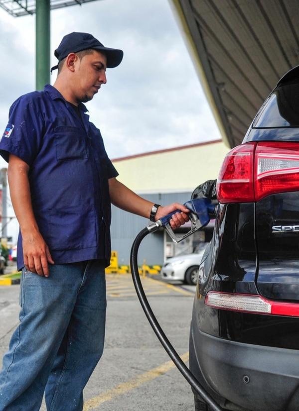 El aumento en la tarifa de la gasolina se aplica desde hoy.   ARCHIVO
