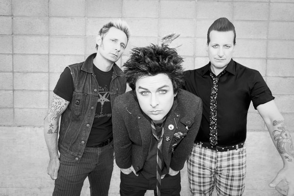 Trayectoria.La banda Green Day pertenece al Rock & Roll Hall Of Fame y ha sido tres veces ganadora de los MTV EMA. MTV PARA LA NACIÓN