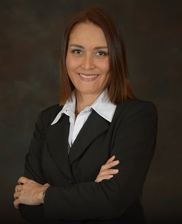 Bulgarelli es abogada y notaria con una maestría en derecho económico y comercio internacional.