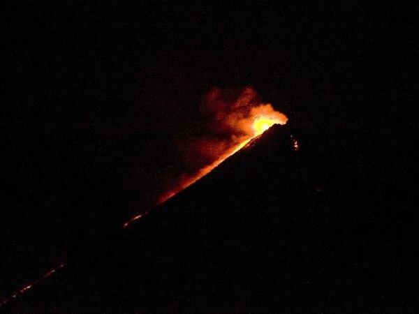 El volcán del Fuego ayer por la noche en Guatemala. | AFP.