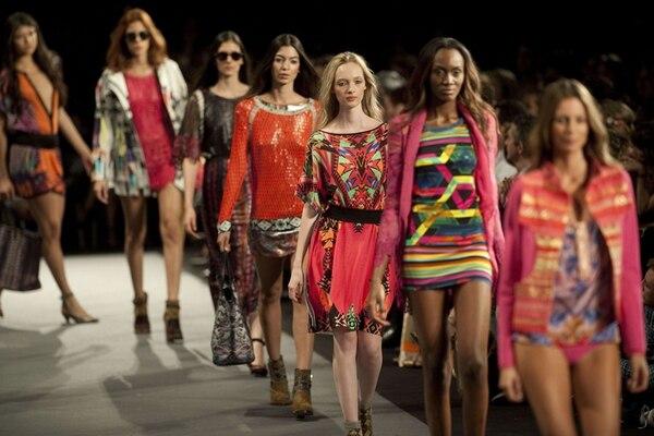 Aunque en el 2014 quiso cambiar su estilo, Custo Barcelona regresó con su última colección a sus inicios: colores y estampados. Fotografía: AFP.