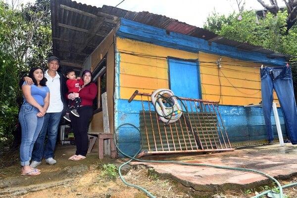 La familia Grijalba Sandí reside en barrio Bella Vista de Jericó, Desamparados. Ellos reciben ayuda del IMAS para subsistir. Foto de Jorge Castillo