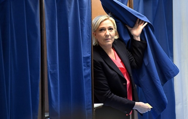 Marine Le Pen emitió su voto en Hénin-Beaumont, una zona obrera.
