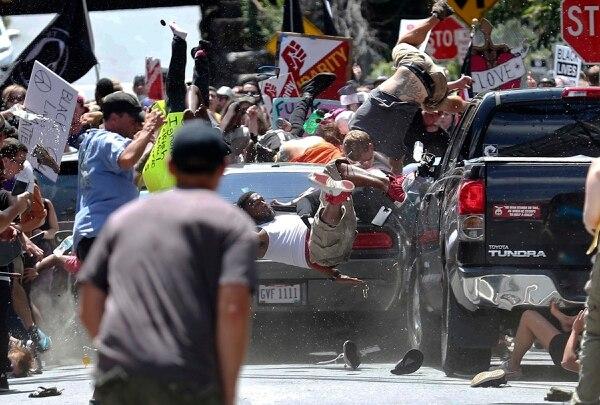 Varias personas fueron arrolladas por el vehículo conducido por el supremacista racial James Alex Fields Jr., el 12 de agosto del 2017 en Charlottesville, Virginia.
