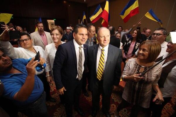 Fabricio Alvarado con Rodolfo Hernández este 23 de marzo en el hotel Intercontinental.