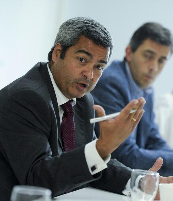 Jorge Abadía, director de Telefónica en Costa Rica, abogó porque la Sutel apruebe la tarifa de Internet por descarga para pospago. | LUIS NAVARRO.