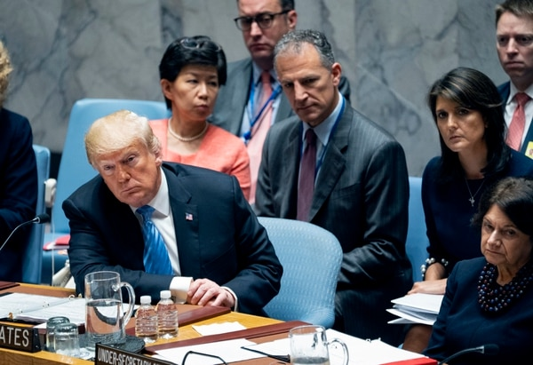 El presidente Donald Trump escuchaba mientars tomaba parte, este miércoles 26 de setiembre del 2018, en una reunión del Consejo de Seguridad de las Naciones Unidas.