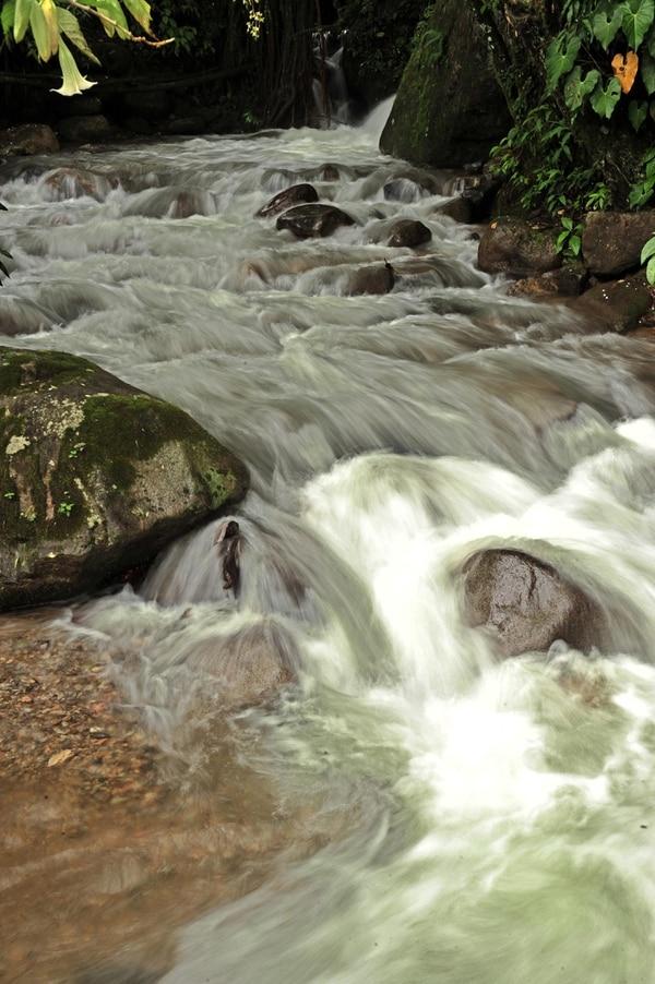 Conforme pasa la época seca, las fuentes de agua disminuyen su caudal y surgen los racionamientos. En San José serán a fin de este mes.