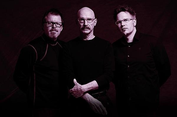 Juntos. El grupo está conformado por el baterista Pat Mastelotto, Tony Levin y Markus Reuter. Cortesía Jazz Café