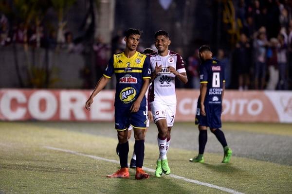 Kevin Espinoza (4) fue titular ante el Deportivo Saprissa con Guadalupe FC en el torneo anterior. Foto de: Diana Méndez