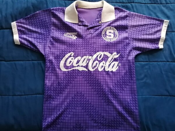El Saprissa vistió esta piel en la temporada 1994-1995. Foto: Cortesía