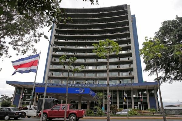Edificio central del ICE localizado en Sabana Sur (San José). La entidad rematará 17 propiedades este próximo 14 de agosto.