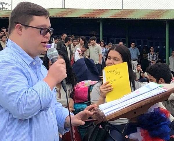Ariel Ary se consolidó hace unos años en un símbolo en la lucha por la inclusión de personas con discapacidad intelectual. Incluso, ha dado charlas de motivación en escuela y colegios. Cortesía: Ariel Ary