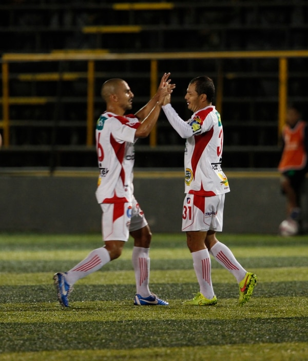 Mario Víquez (de) anotó para el Santos el miércoles. | JORGE ARCE