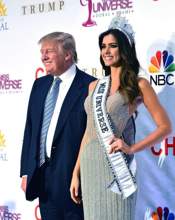 Donald Trump y Paulina Vega posaron anoche tras la competición de Miss Universo, donde la colombiana triunfó.
