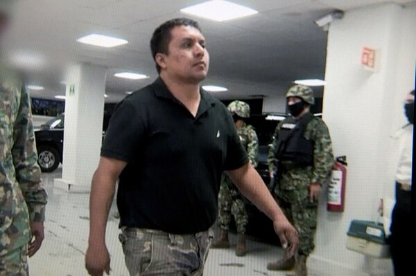 Imagen tomada de un video proporcionado por las autoridades mexicanas que muestra al supuesto máximo líder del cartel de drogas