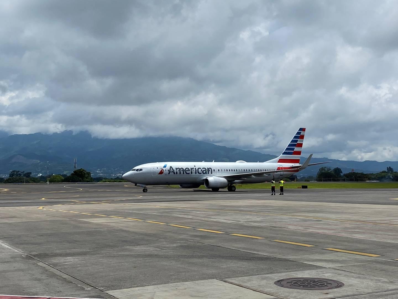 Al mediodía de este miércoles 9 de setiembre aterrizó la aeronave Boeing 737-800 de American Airlines en el aeropuerto Juan Santamaría. La aeronave llegó desde Dallas y significó el reinicio de su operación al país, desde que suspendieron sus frecuencias por la pandemia en marzo pasado. Foto: Cortesía American Airlines.