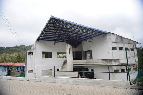 21/02/2018,El Colegio Técnico Profesional Fernando Volio Jiménez no se concluyó, al parecer, por malos manejos de la junta administrativa, que además no tuvo la asesoría del MEP. Rafael Murillo