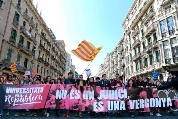 Largas penas de prisión para independentistas catalanes en España
