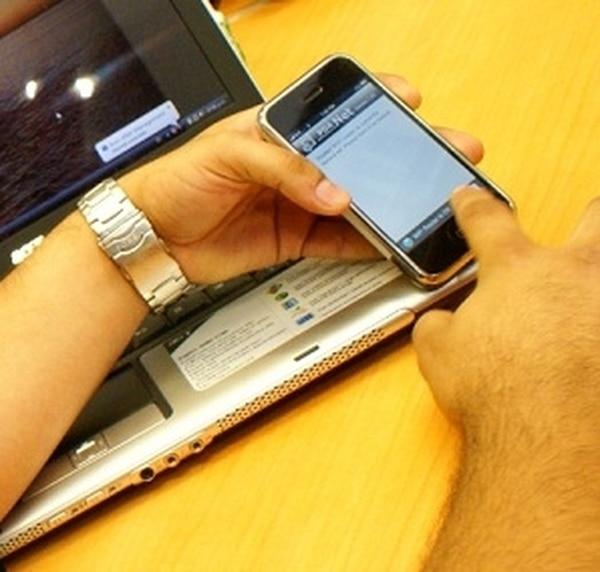 60% del malware móvil existente permite a los ciberdelincuentes enviar SMS premium desde los móviles de las víctimas (desviando dinero de sus cuentas) y robar información personal de teléfono.