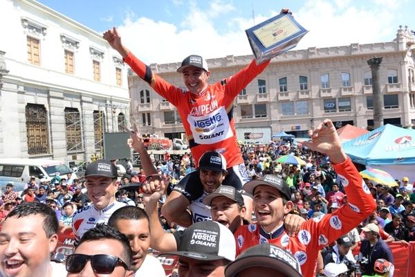 (Galería) Román Villalobos campeón de la Vuelta a Guatemala