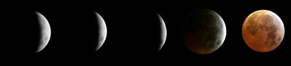 Un eclipse total de Luna se produce cuando el satélite natural de la Tierra pasa por el cono de sombra que proyecta nuestro planeta y cuando ambos astros están alineados con el Sol. Esta composición muestra cinco etapas de un eclipse total de Luna ocurrido en Bagdad, Irak el domingo 4 de marzo de 2007. | AP/MARKO DROBNJAKOVIC PARA LN.