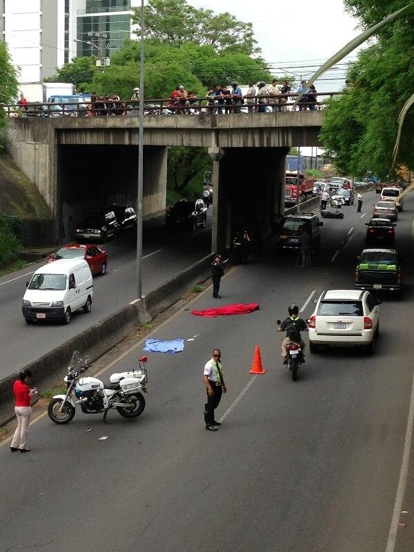 El tráiler se detuvo a unos 50 metros de donde quedó la motocicleta. Foto: Jorge Navarro.